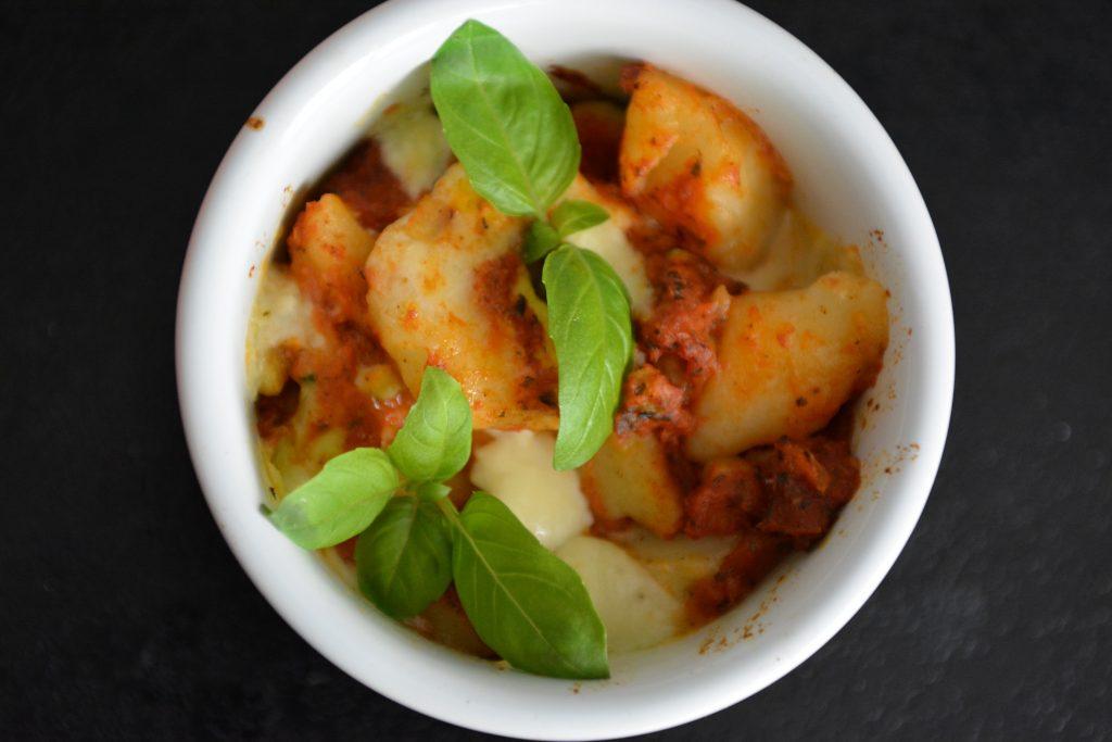 obiady-inne-kopytka-zapiekane-w-sosie-pomidorowym
