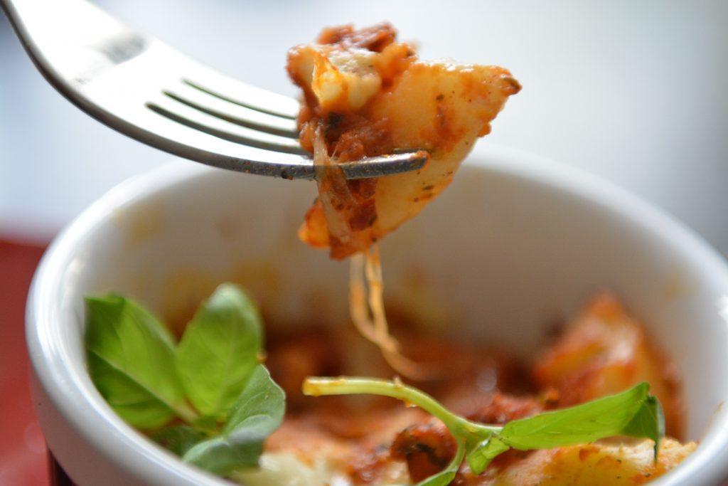 obiady-inne-kopytka-zapiekane-w-sosie-pomidorowym3