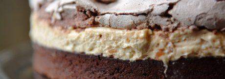 Brownie z masłem orzechowym i bezą