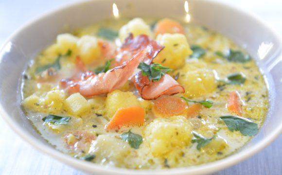 Zupa z kalafiorem i pieczonym czosnkiem