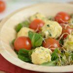 Wielkanocna sałatka kuleczki