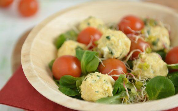 Wielkanocna sałatka z jajek i pomidorków