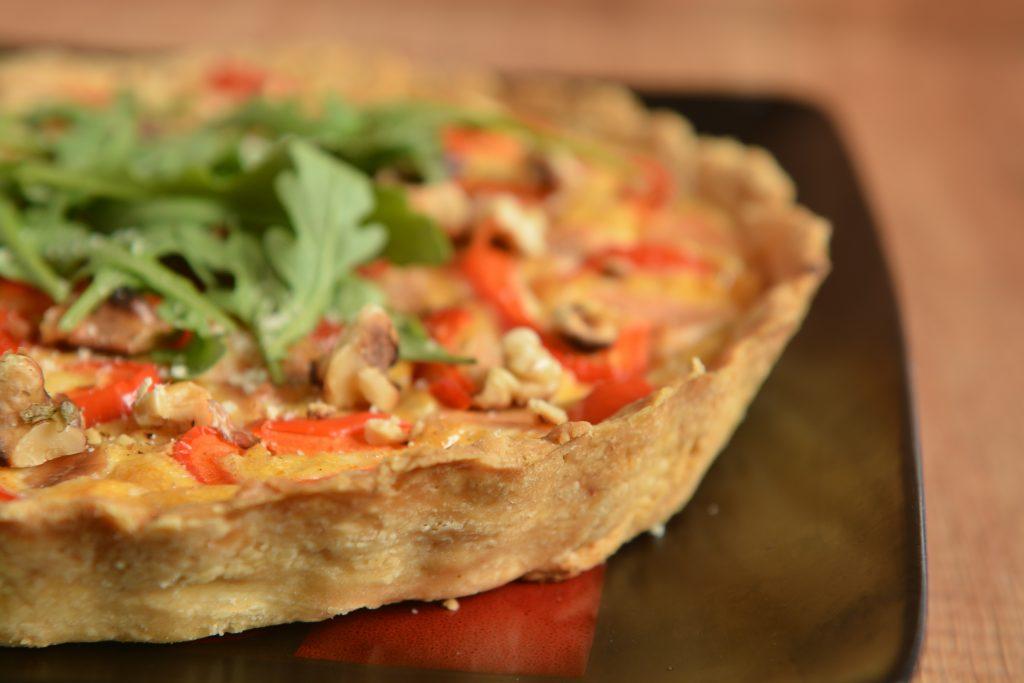 Paprykowo serowa tarta z łososiem