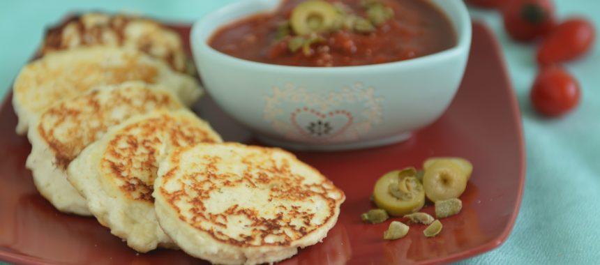 Placki z ricotty z sosem pomidorowym