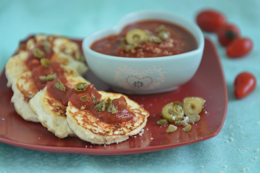 placki z ricotty najlepsze z sosem pomidorowym