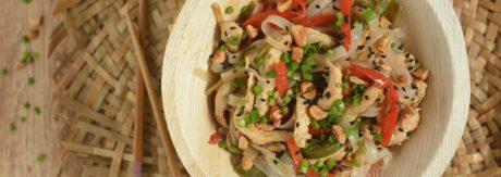 Tajski makaron z kurczakiem i paprykami