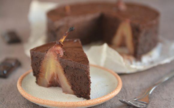 Intensywnie czekoladowe ciasto z gruszkami