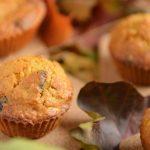 Muffinki marchewkowe z orzechami i żurawiną