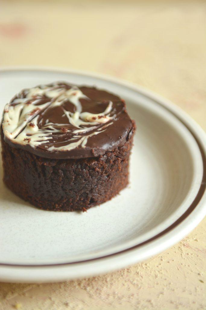Deser czekoladowy z płynnym środkiem