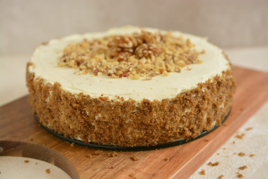 Ciasto orzechowe z kremem śmietankowym