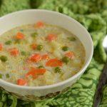 Zupa z marchewką, groszkiem i kalafiorem