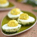 Jajka faszerowane żółtkiem i koperkiem