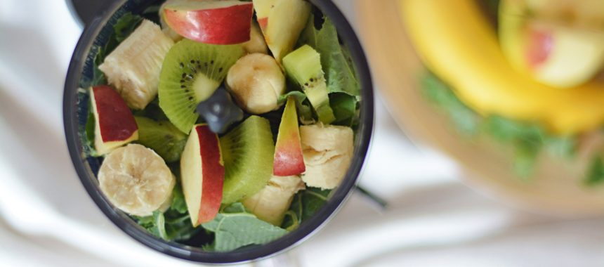 Koktajl z jarmużu, kiwi, jabłka i banana