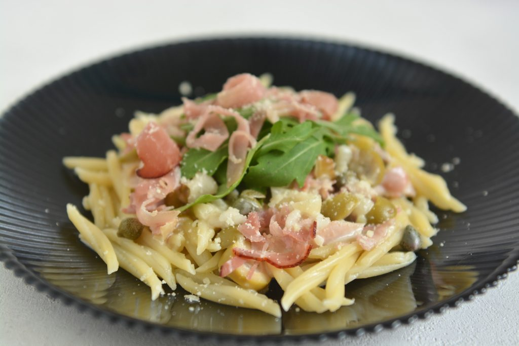 Makaron z szynką parmeńską, camembert