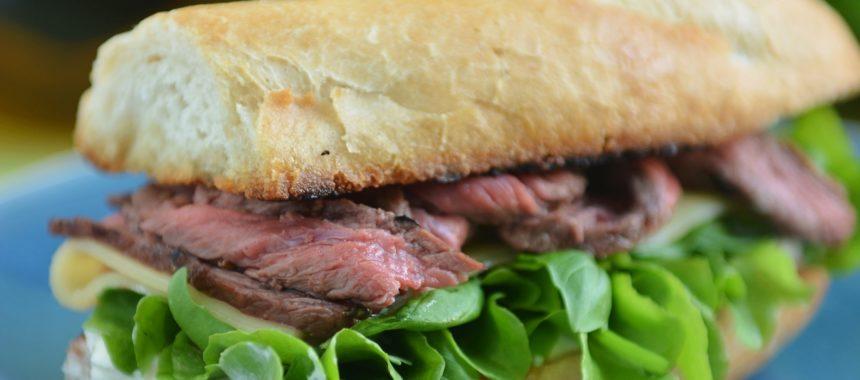 Amerykańska kanapka z wołowiną