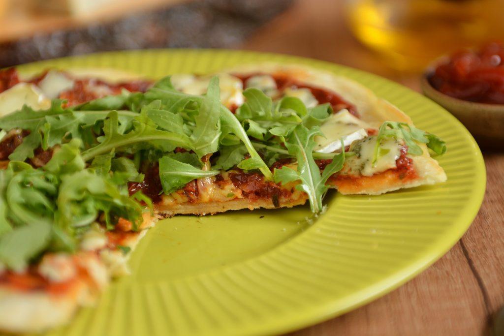 przepis pizza z patelni bez drożdży