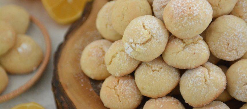 Włoskie ciasteczka biscotti al limone