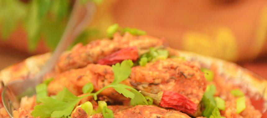 HOT kurczak w sosie pomidorowym na ryżu