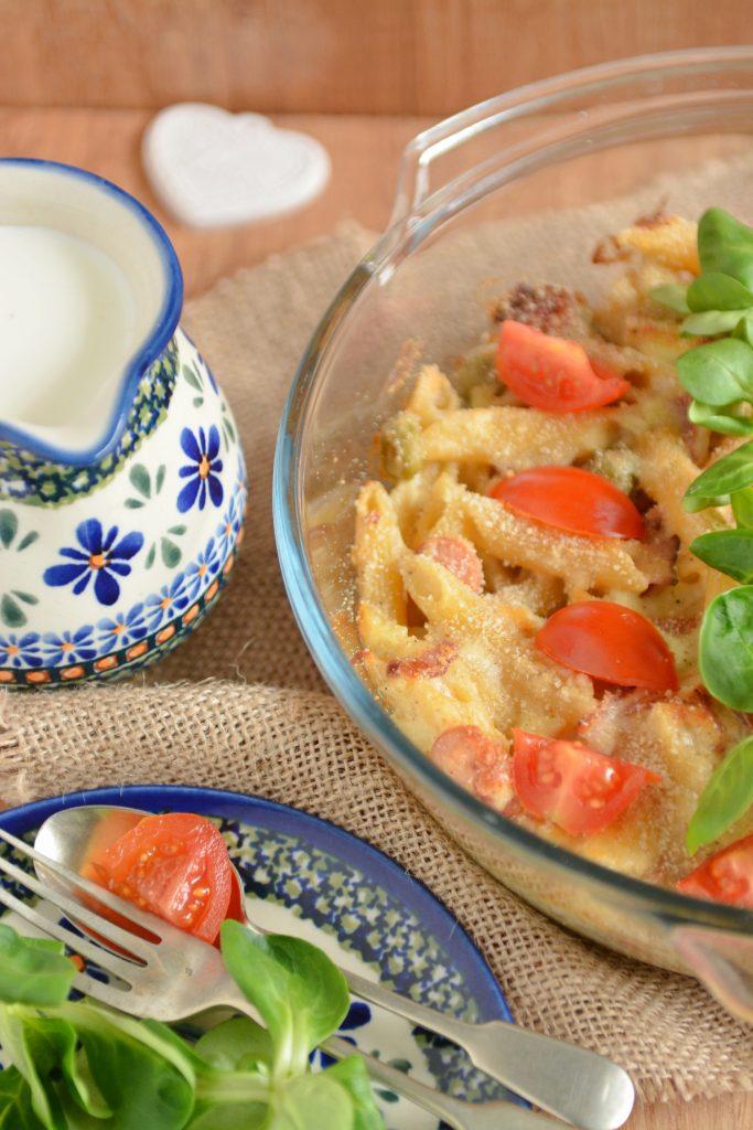 serowa Zapiekanka z makaronem i wędliną
