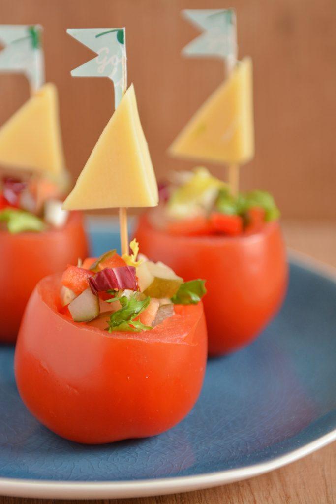 Żaglówki - sałatka w pomidorach