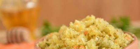 Surówka z kiszonej kapusty z miodem i kurkumą
