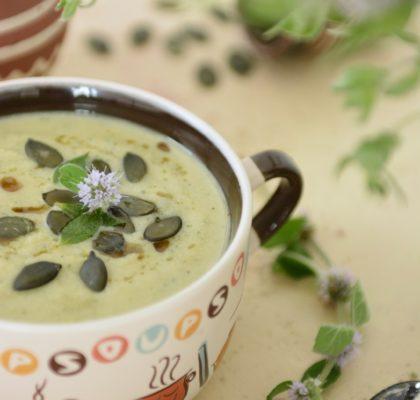 zupa krem z cukinii i mięty z orzechową nutką