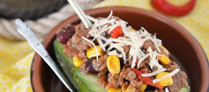 Szybkie chilli con carne w łódeczkach z awokado