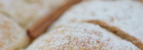 Ciasto z połówkami jabłek na serku waniliowym