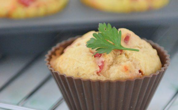 Muffinki z salami i suszonymi pomidorami