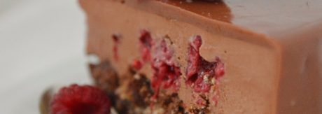 Czekoladowo malinowy tort z glazurą