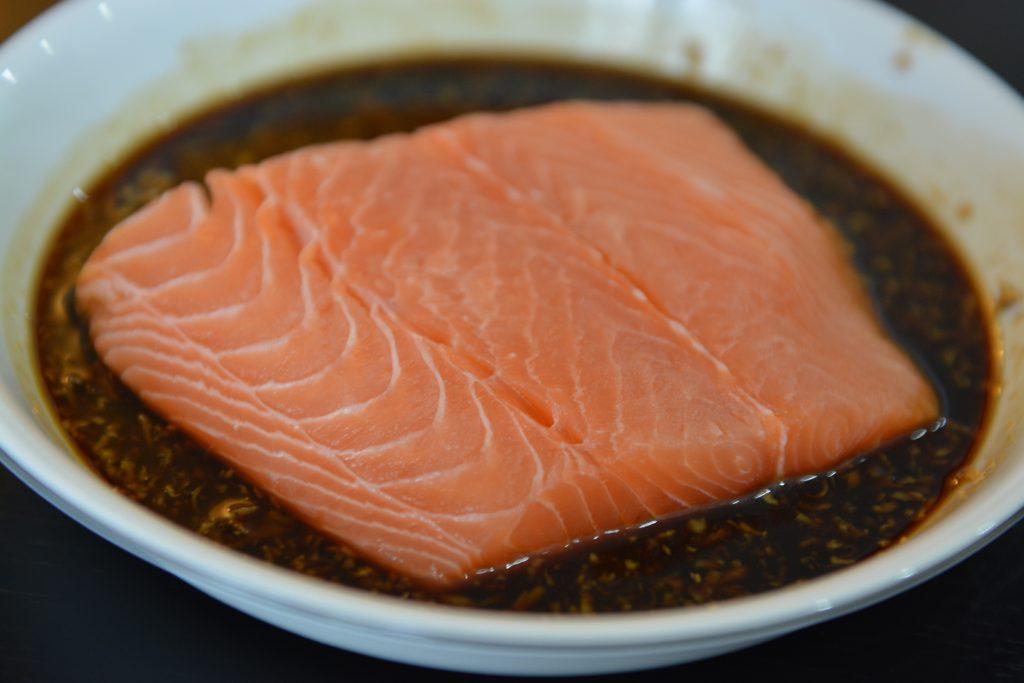 obiady-rybki-losos-w-sezamie-po-azjatycku
