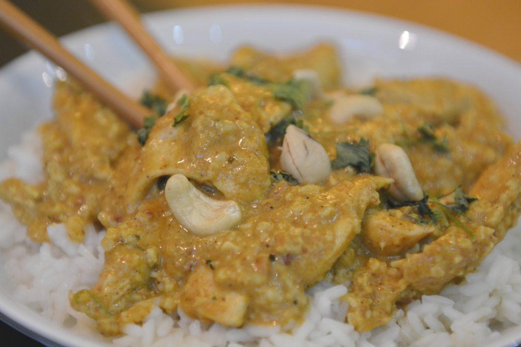 Curry z kurczakiem w sosie z nerkowców