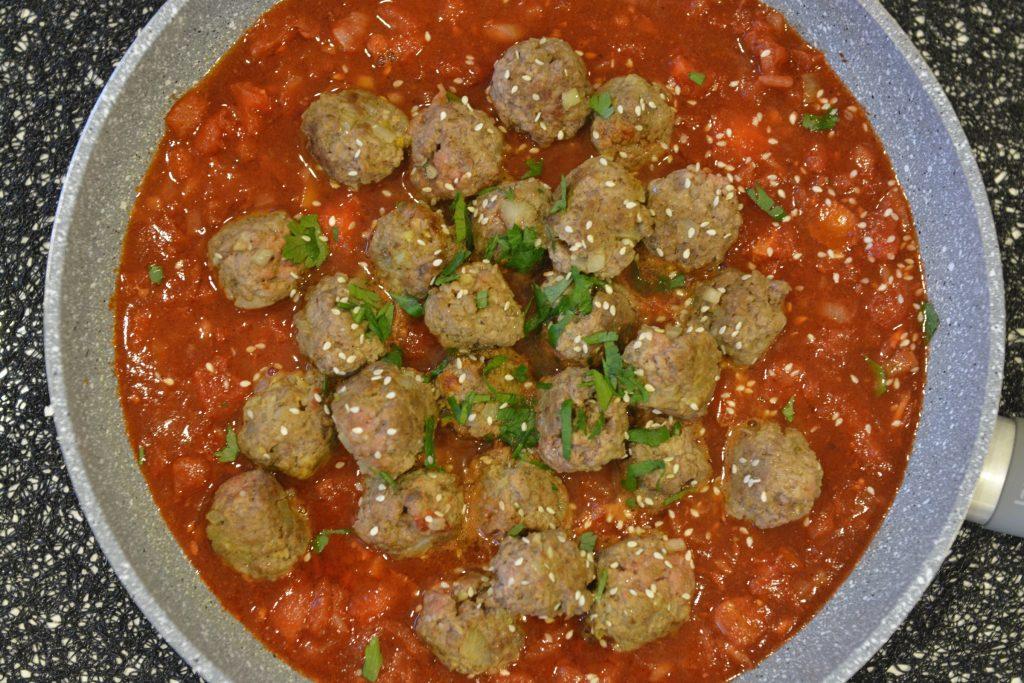 Kofty wołowe w sosie pomidorowym