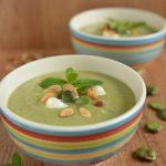 Zupa krem z bobu z miętą i migdałami