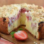 Ciasto z twarogiem, rabarbarem i truskawkami