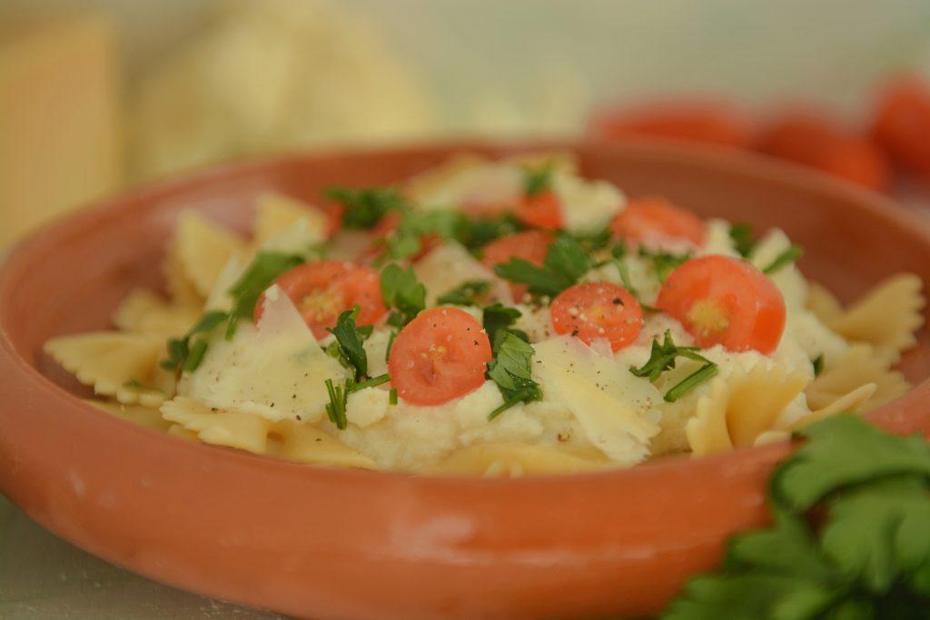 Kremowy sos z kalafiora z makaronem