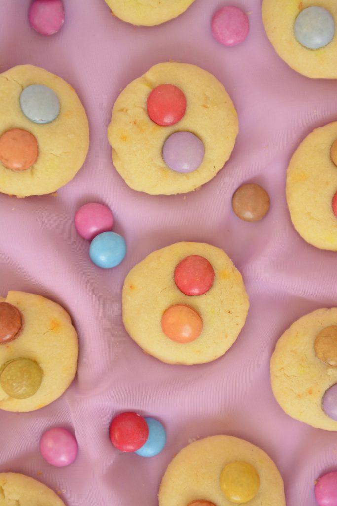 Budyniowe ciasteczka z lentilkami dla dzieci
