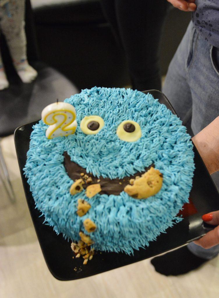 niebieski tort na dwa latka potworek