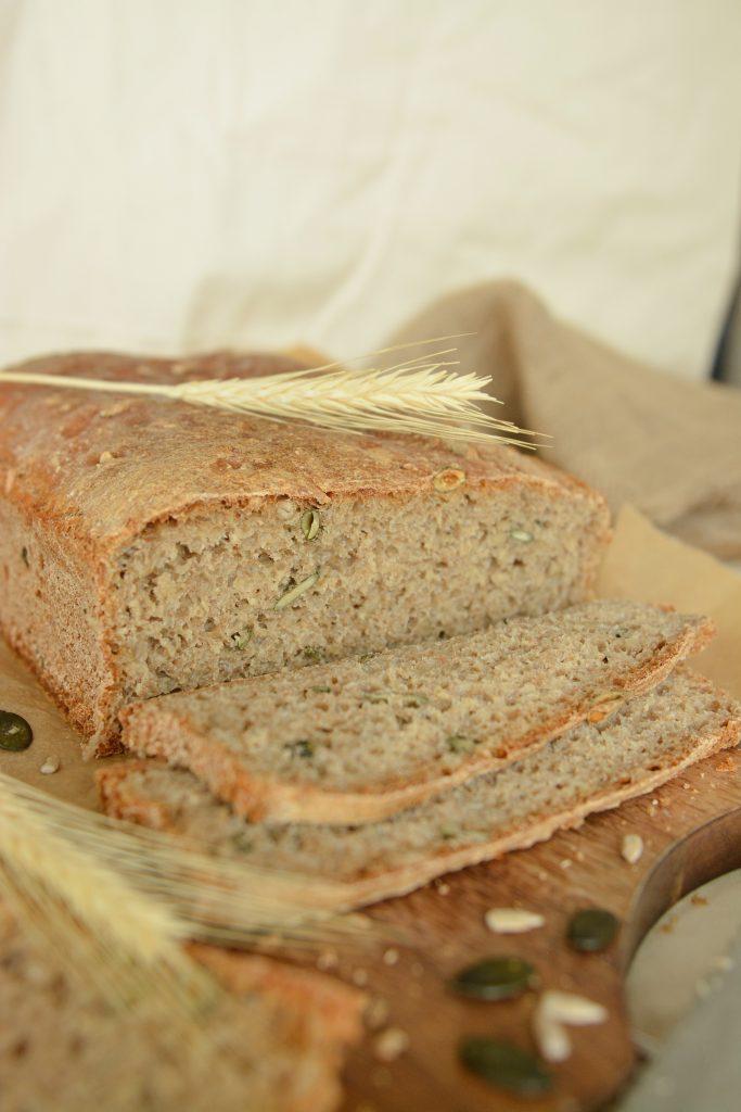 Chleb z ziarnami na drożdżach