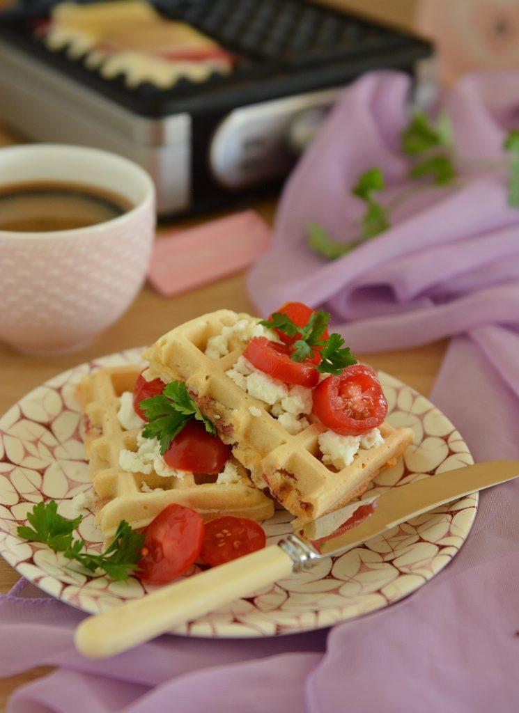 Gofry wytrawne z ukrytym w środku serem i salami