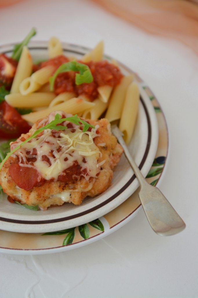 Kurczak z serem pod pomidorową pierzynką