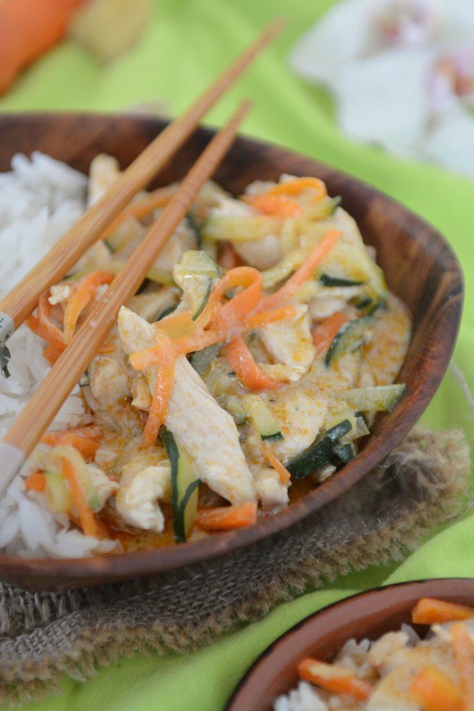 curry tajskie z cukinią i kurczakiem