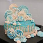 tort z lizakami bezowymi