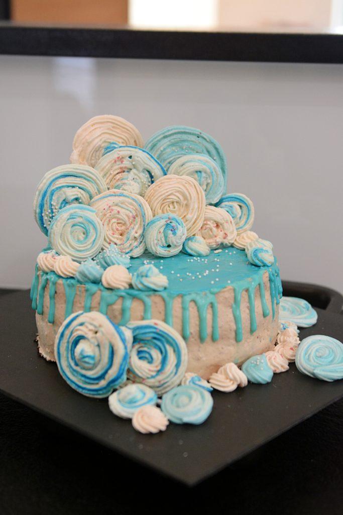 Lizaki bezowe prosta dekoracja tortu