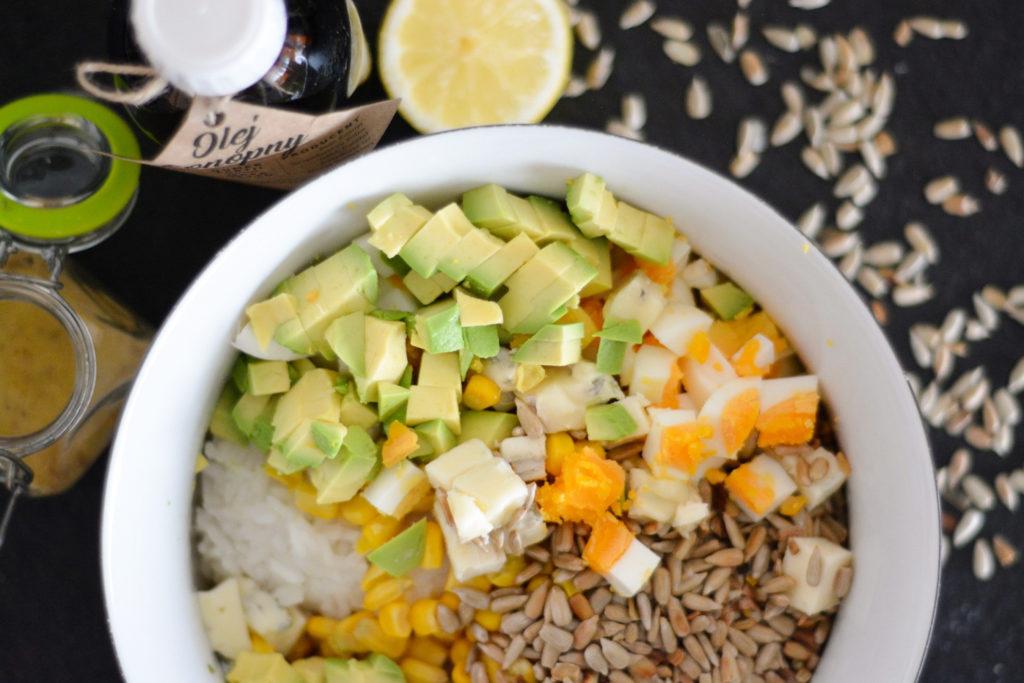 sałatka z ryżem z jajkami składniki