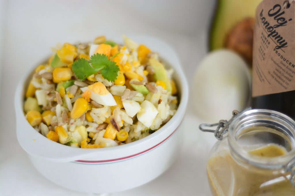 sałatka z ryżem i kukurydzą olej konopny