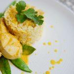 Zaparzany indyk w sosie mango curry