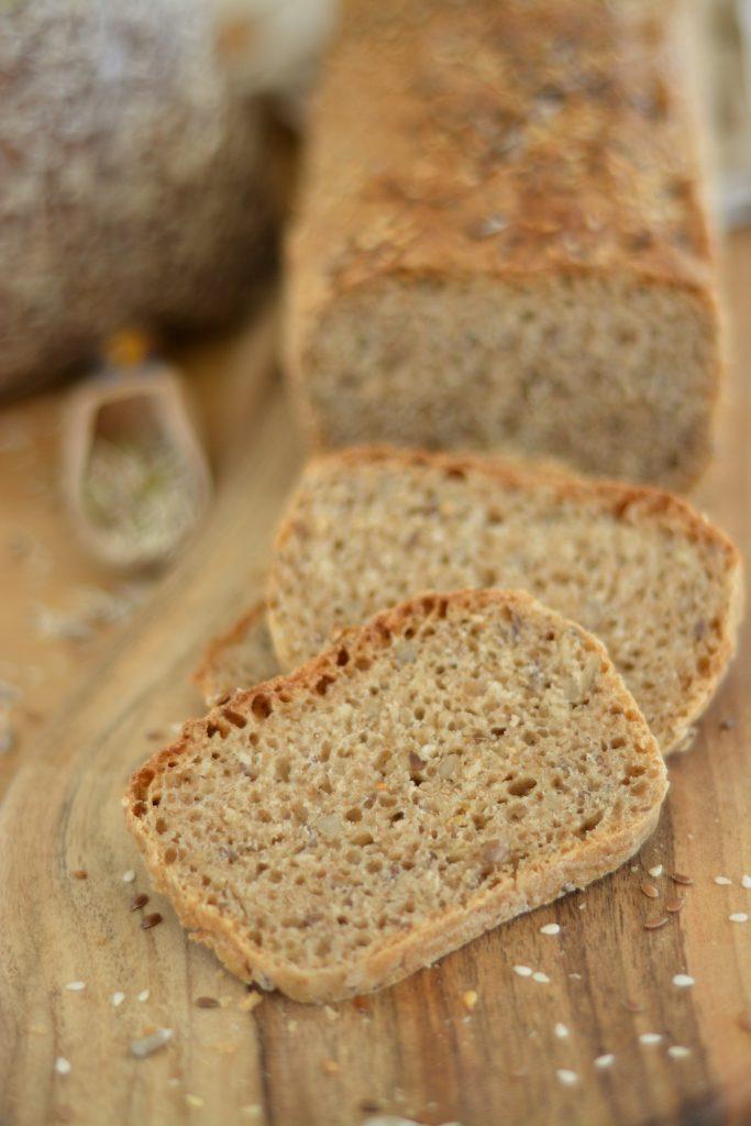 prosty chleb drożdżowy z mąką orkiszową