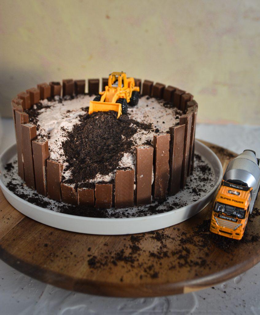Tort autka na budowie