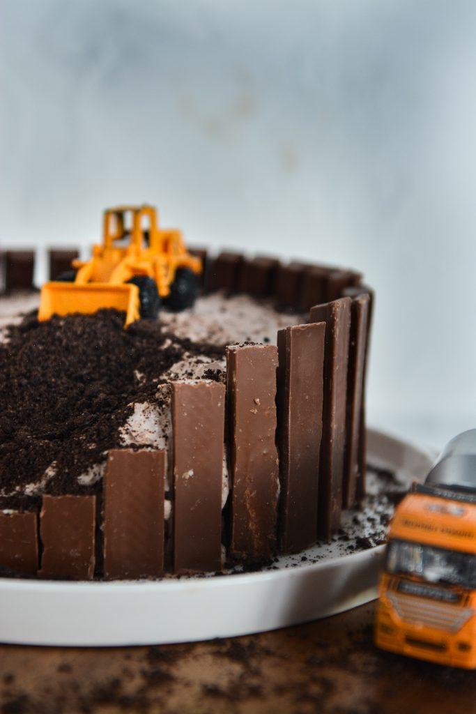 tort z autami bez masy cukrowej dla chłopca